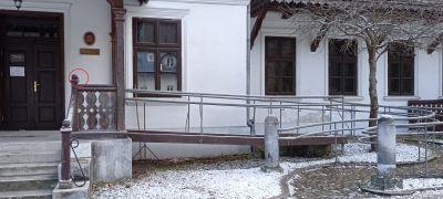 Hotel Pod Kazimierzem - podjazd z dzwonkiem