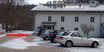 Hotel Pod Łokietkiem - parking za budynkiem